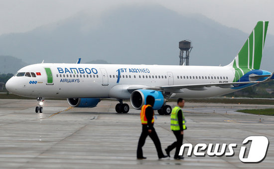 FILE PHOTO: An Airbus A321neo aircraft of Bamboo Airways taxis at Noi Bai airport in Hanoi, Vietnam January 16, 2019. REUTERS/Kham/File Photo